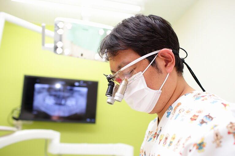 拡大鏡を使った低侵襲治療